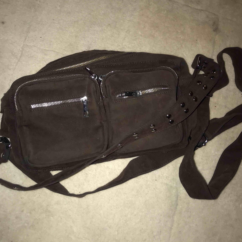 Väska från märket NOELLA , mörkbrun färg, fint skick!. Väskor.