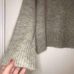 Fin oanvänd stickad tröja. Frakt inkluderad i priset