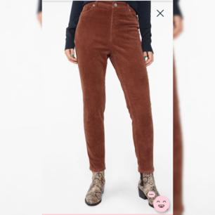 Manchesterbyxor från Monki, mycket fint skick, knappt använda. Heter Slim fit corduroy trousers på monki och går för 300kr. Hör av dig för frågor!