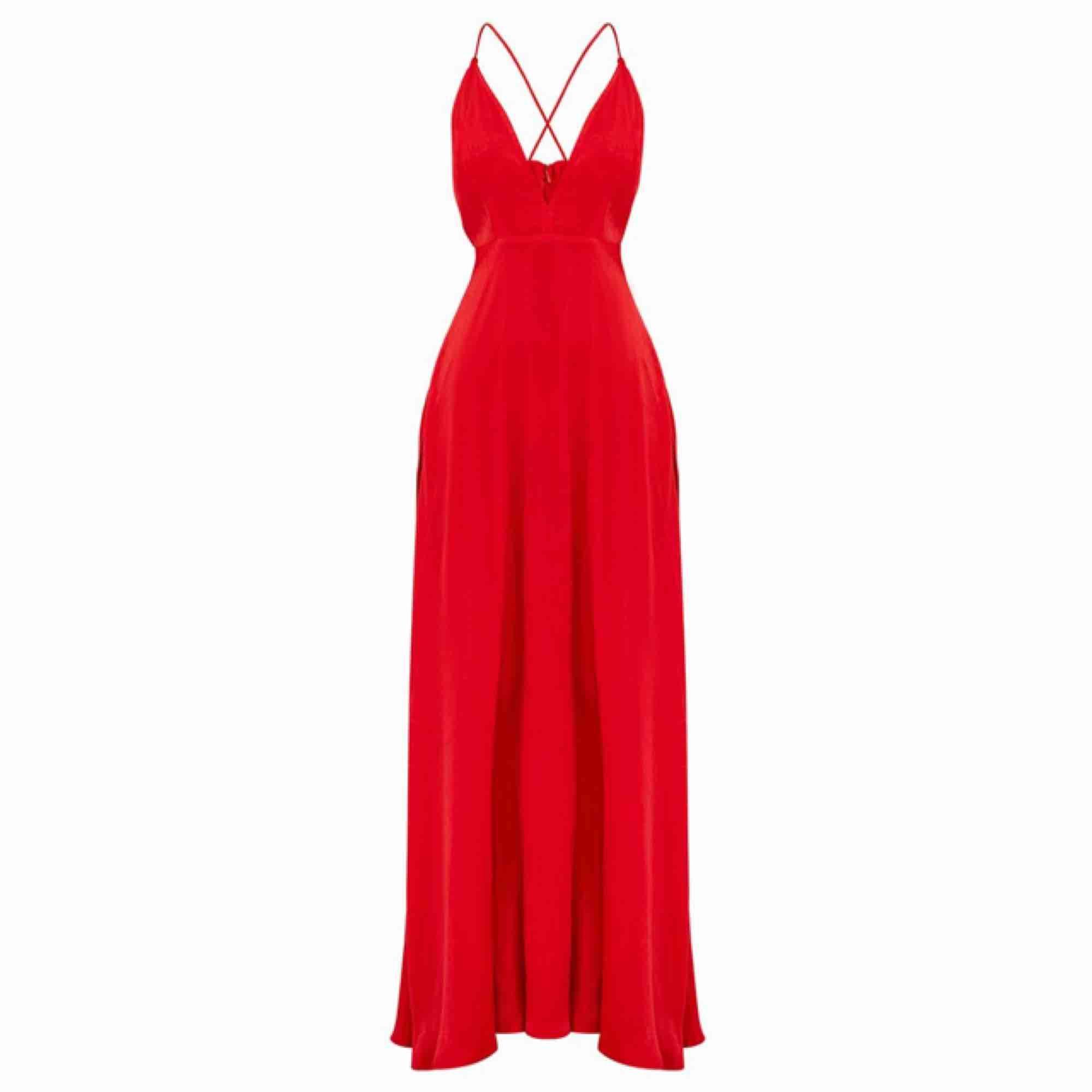 Super fin röd balklänning! Köpt i fel storlek därav säljer jag den. Det är inte mina bilder.  Köparen står för frakten, tar endast swish 💕 . Klänningar.