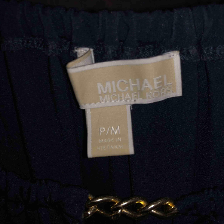 En fin mörkblå tröja. Köpte äkta från Michael kors i new york för ca 2 år sedan. Blusar.