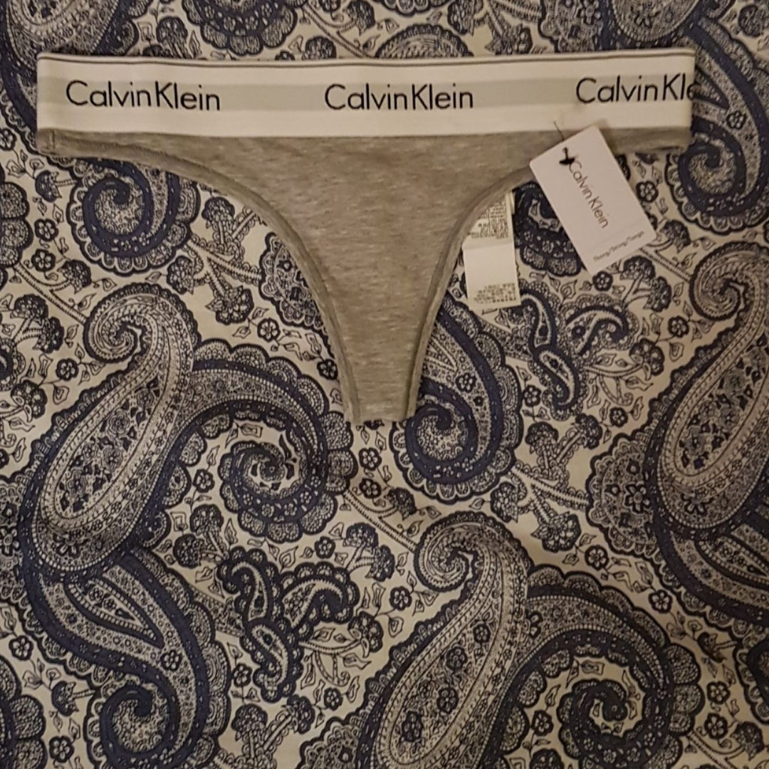 Helt nya string trosor i Calvin Klein storlek M passar S . Övrigt.