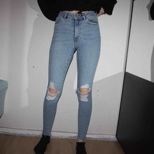 "Higher ankle ""Vacay"" jeans från BIKBOK. Storlek XS. Endast använd några få gånger.   Frakt kostar 79kr, postnords blåa kuvert."