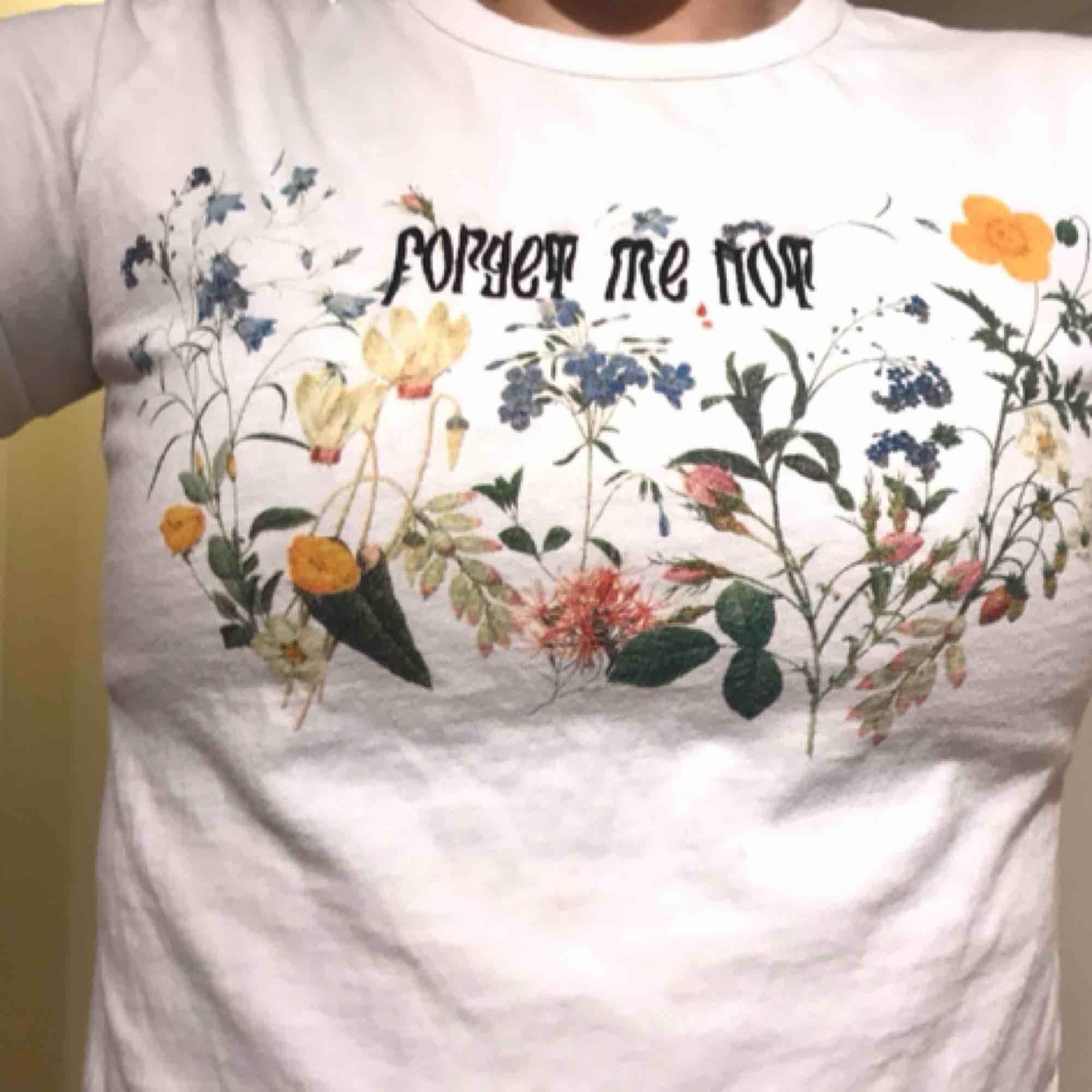 T-tröja från Junkyard, lite för liten för mig men ascoolt tryck!. T-shirts.
