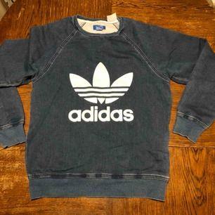 Adidas crew neck - Hämtas i Uppsala eller skickas mot fraktkostnad
