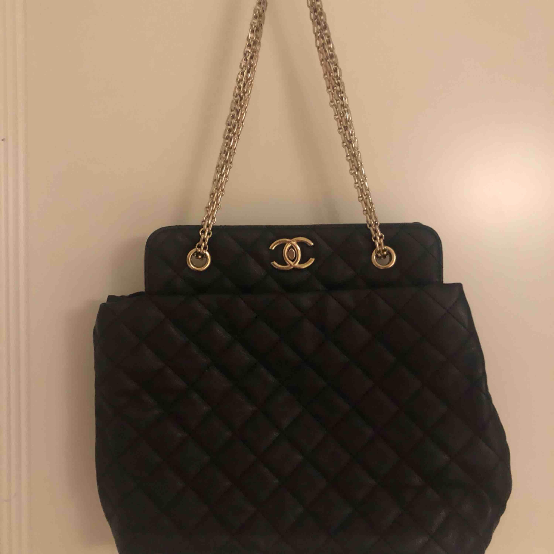 Chanel väska (kopia) fint skick. Väskor.