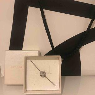 Lily and rose armband från deras populära  kollektion, mycket bra skick