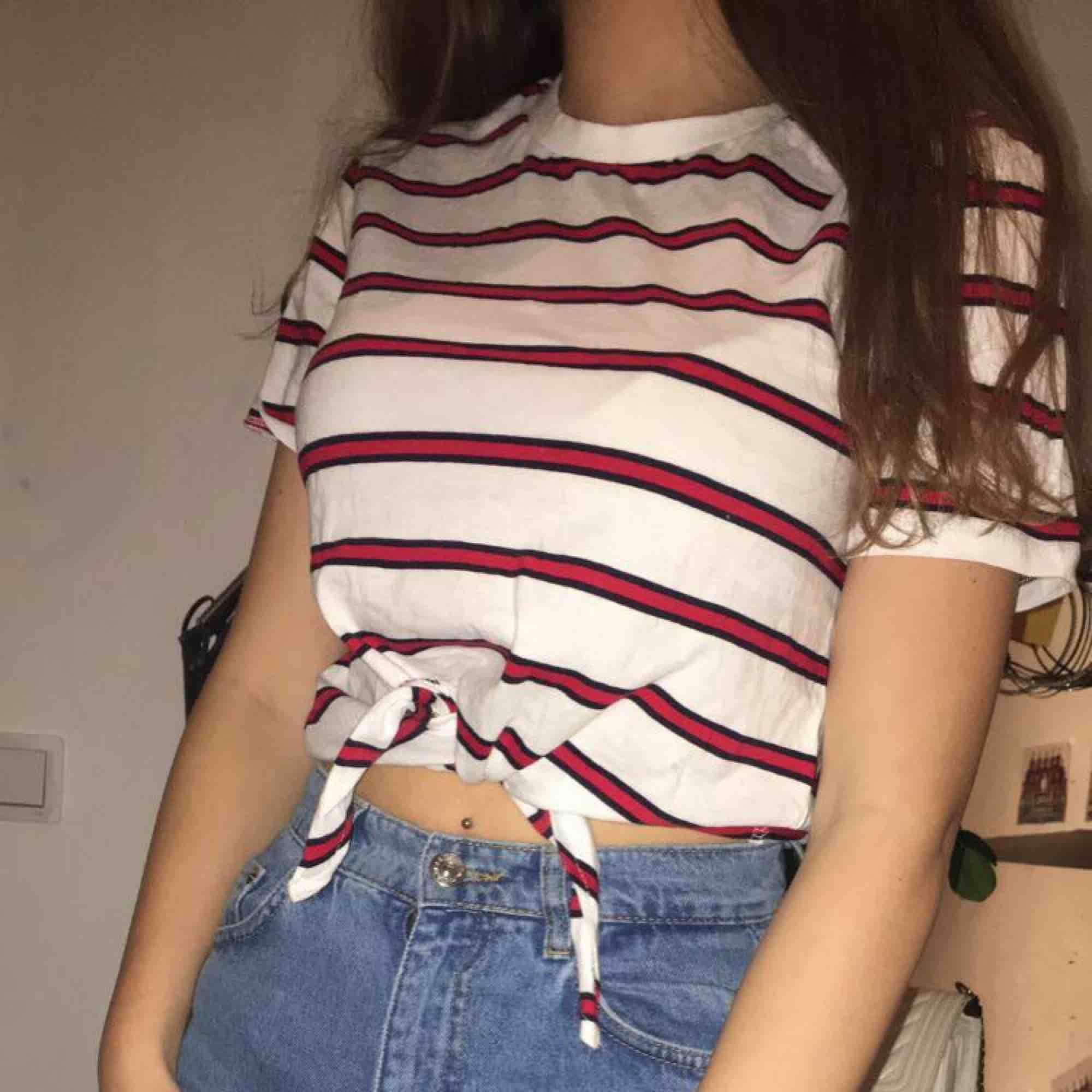 T-shirt från hm, Aldrig använd förutom när bilden togs. T-shirts.