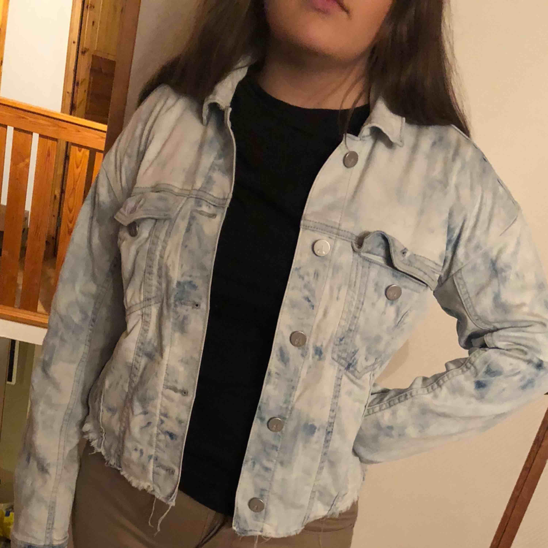 Jeans jacka från Calvin Klein i storlek S. Jackor.