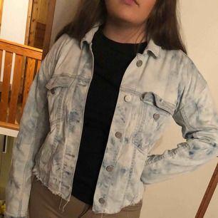 Jeans jacka från Calvin Klein i storlek S