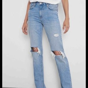 jättefina jeans från Zara som är helt slutsålda och kommer inte att komma in igen! Bara användt dom en gång så i perfekt skick!