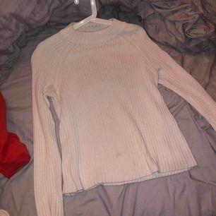 Vit stickat tröja storlek M. Använd nån gång bara.