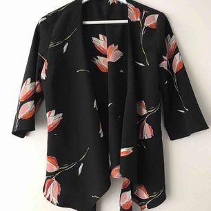 Blus från Zara passar en S, sparsamt använd