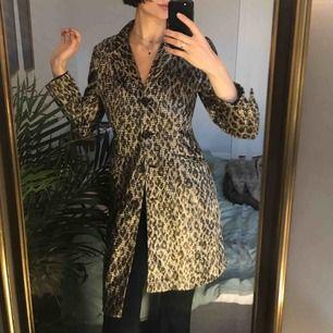 Urläcker leopardmönstrad kappa i gott skick!
