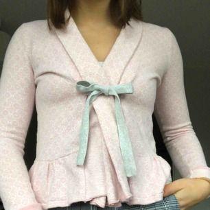 En super gullig odd molly tröja i baby rosa.