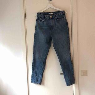 Dagny jeans från GinaTricot, använda ett par gånger men i bra skick. Passar både 38 och 40 enligt mig. Frakt tillkommer! :)