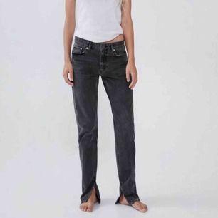 Intressekoll på jeans med slits från zara! Kom med bud