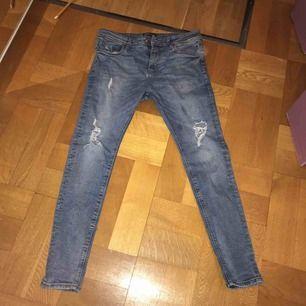 Jeans från bershka Storlek 36 Använda men hela
