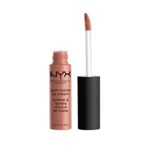 nyx professional makeup Soft Matte Lip Cream - (09) Abu Dhabi. Är varken ett läppstift eller ett läppglans utan en sorts läppfärg som är överraskande hållbar. Silkeslen att applicera, matt finish.  📍 Kicks 85:-. ( Köparen står för frakten 9kr )