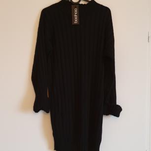 Stickad klänning från Bohoo  Oanvänd