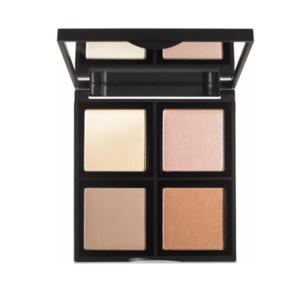 E.l.f illuminating palette. En palette innehållande fyra vackra nyanser att mixa och matcha för en anpassad look. Fångar och mjukar upp hur ljuset reflekteras på huden. Det mjuka fokus-pudret är bra för att lyfta fram områden runt ögonen och på kindbenen för att förbättra huden med en lysande effekt! Perfekt för alla hudtoner (Vegan & Plågeri-fri -  📍 Lyko 109:-. ( Köparen står för frakten 18kr )