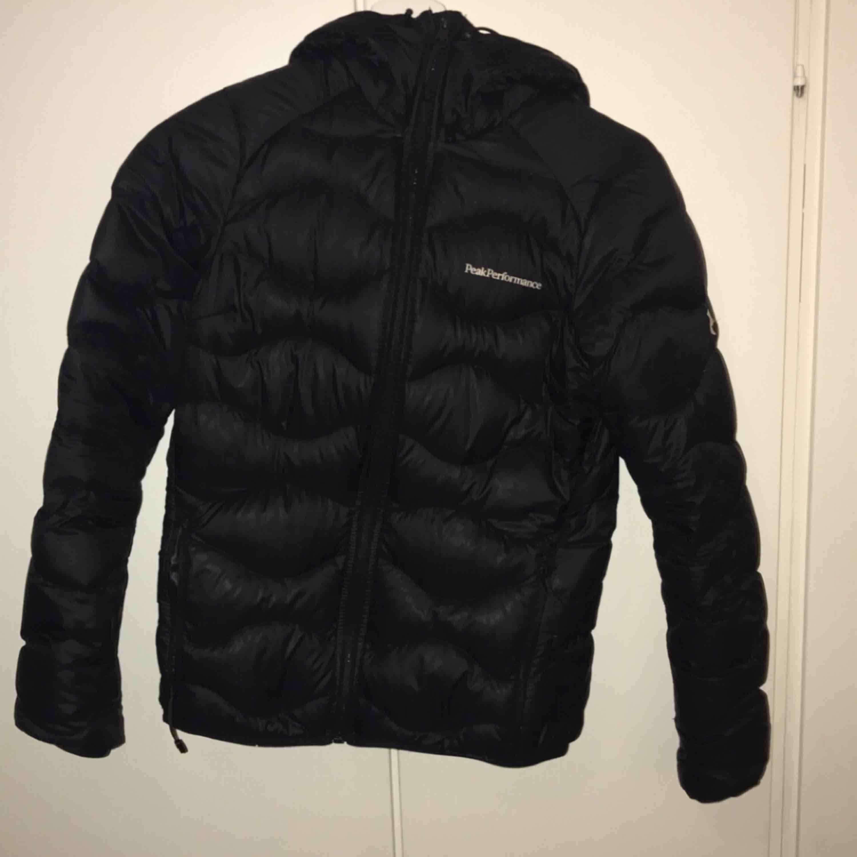 Fräsch Peak jacka, storlek Xs. Köpte den för ungefär en vecka sedan vill köpa en annan jacka. Hör av dig för mer information. Jackor.