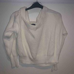 Stickad tröja ifrån Gina tricot i storlek M (passar S)