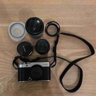 Fujifilm x-a10 kamerahus svart ,följer med en batteri , laddare och objektiv | Den är i mkt fint skick & allt fungerar precis som det ska | Säljer pga ingen användning längre | DM om ni vill ha mer information