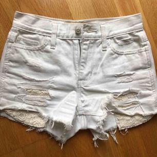 Verkligen jätte fina shorts, använda Ksk 2 ggr men är helt felfria! Dom är inte stretchiga därför säljer jag dom.
