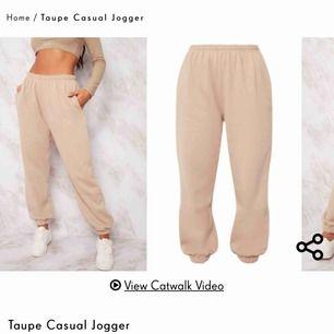 Säljer dessa byxor som är helt nya, aldrig använda endast testade. Säljer pga fel storlek. Detta är storlek 12 vilket jag skulle säga motsvarar en svensk S/M utifrån när jag testade dom.