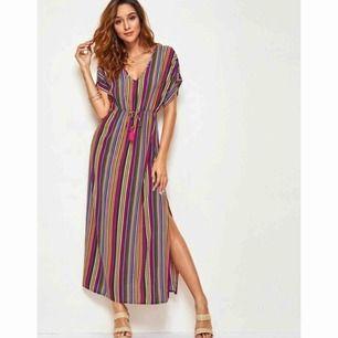 Oanvänd klänning i storlek S  130kr frakt 40kr