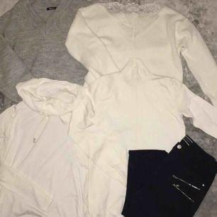 Allt i bilden kostar 30kr förrutom jeansen och den gråa stickade som kostar 50kr. För bättre bild skriv privat