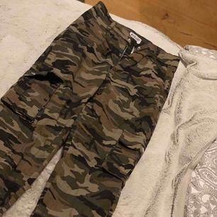 Säljer nu dessa camouflage byxor, använda endast 3 gånger. Kan mötas upp i Avesta, hedemora annars så står köparen för frakten!