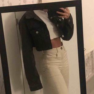 Klippt en jeans jacka själv<3
