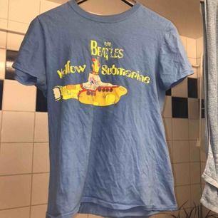 Jätte snygg Beatles t-shirt! Köparen står för frakten💕 det står S men jag är M