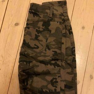 Camouflage byxor, oanvända!!