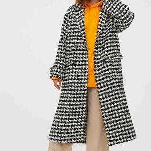 Funderar på att sälja denna superfina och slutsålda (!) kappan från H&M! Knappt använd så som ny! :)