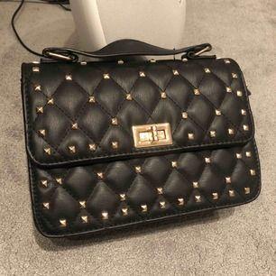 Liknande Valentino väska från ur&penn! Köptes för 399kr