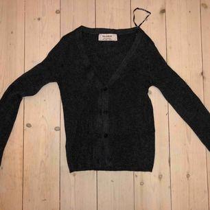 Snygg och trendig svart blus! Aldrig använd, köpte fel storlek.