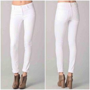 Ascoola vita jeans från Acne Studios! Köpa för 2400kr och säljer nu för 699! Använda några gånger, är i bra skick och såååå sköna! Säljer pga försmå😢