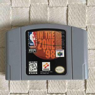 Legendariska Nintendo 64 spel. Fungerar för er som har en amerikansk konsol hemma alternativt att som ha snygg dekoration🤷🏻♀️ 150:-/styck eller 300:- för alla! Frakt tillkommer alternativt mötas upp i Gbg.