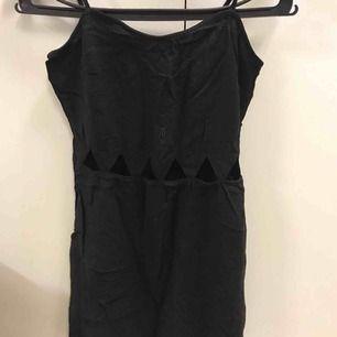 En fin klänning som jag använt runt 2-3 gånger, nu är dem för liten för mig