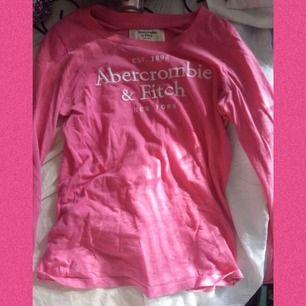 Fin långärmad tröja från Abercrombie. Köptes för många år sedan och nu är den inte min stil. Frakt: 42:- 💞