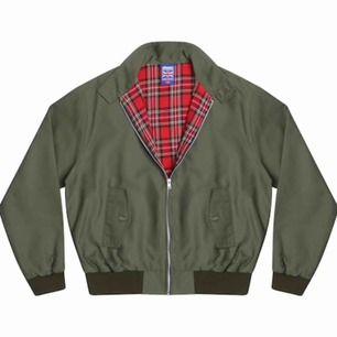 Harrington jacka i grön, stl M-L.  Betalning sker via swish och köpare står för ev frakt 🚚📦