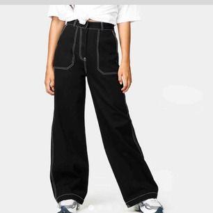 Funderar på att sälja dessa snygga byxor då dem tyvärr blivit lite stora för mig. Jätte fint skick då dem bara är använda ca 3 gånger! Nypris 500kr