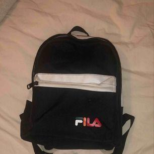Liten söt Fila ryggsäck köpt på Urban Outfitters.