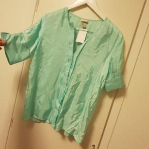 Oanvänd silkes skjorta från hm quallity. Nypris 400 kr