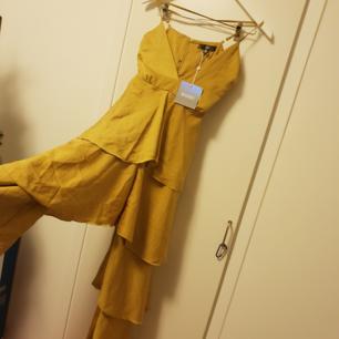 Helt NY jumpsuit från missguided. Nypris 700 kr