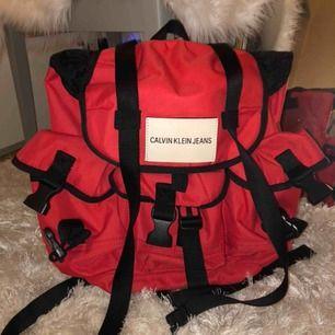 Ryggsäck från Calvin Klein. Köpt för 950 på ASOS. Frakten blir 42 kronor.