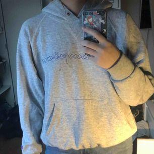 Grå Champion hoodie, köpt på Plick
